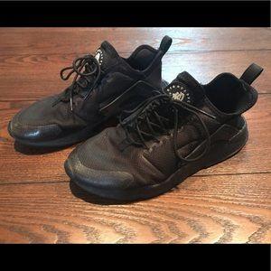Nike Air Huarache Athletic Shoes